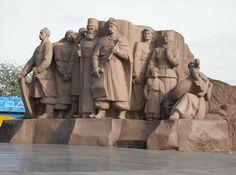 Sculptures, Lion Sculpture, Soviet Union, Paint Designs, Birds In Flight, Friendship, Stock Photos, Psd Templates, Architecture