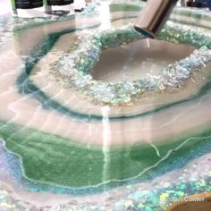 Resin Geode Art Painting Tutorials Finally finished this epoxy resin geode! The full making of video Epoxy Resin Art, Diy Resin Art, Diy Resin Crafts, Diy And Crafts, Arts And Crafts, Diy Epoxy, Stick Crafts, Wood Resin, Diy Resin Painting