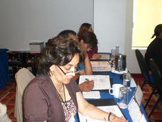 Los asistentes se encuentran completamente atentos al curso asi como sus notas referentes al mismo.