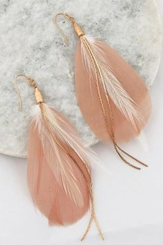 Earrings Feather Feather earrings in Blush - Two tone Blush/white layered smooth feather and gold snake chain hook earrings. Also available in Navy and Black. Feather Jewelry, Feather Earrings, Emerald Earrings, Gold Hoop Earrings, Diy Earrings, Fashion Earrings, Feather Necklaces, Jewelry Accessories, Jewelry Design