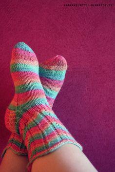 Henna neuloo, virkkaa ja värkkää. Knit Patterns, Knitting Projects, Knitting Socks, Crochet, Crafts, Henna, Inspiration, Fashion, Christmas