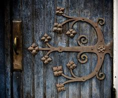 Church door, Indianapolis- gonna need to find this! Door Hinges, Door Knobs, Cottage Door, Knobs And Knockers, Cool Doors, Door Accessories, Painted Doors, Garden Gates, Beautiful Buildings