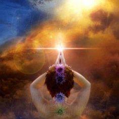Les chakras et leur activation : Dites à voix haute : Je……… (votre nom) possède en moi la sagesse créatrice et j'en suis l'expression divine. J'ai la connaissance et la sagesse. Aujourd'hui, je me tiens dans ma pleine lumière et je possède la force et la clarté d'expression.