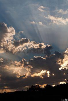 Sun Rays by Bram van Brokehoven Aesthetic Photography Nature, Nature Aesthetic, Nature Photography, Shadow Photography, Tumblr Photography, Sunset Wallpaper, Scenery Wallpaper, Urbane Fotografie, Applis Photo