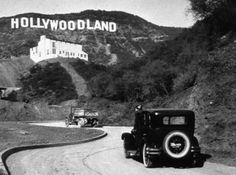 O letreiro de Hollywood pairando sobre Los Angeles em 1925.   25 fotos incríveis que vão mudar sua visão da História