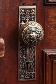 Years ago I was in this building and took pictures of the door hinges because they were so awesome! Door into the Governor's Public Reception Room, Texas Capitol in Austin. Door Knobs And Knockers, Knobs And Handles, Door Handles, Copper Handles, Old Doors, Windows And Doors, Front Doors, Decoration Inspiration, Decor Ideas