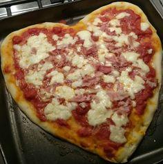 Come preparare un'ottima pizza fatta in casa, buona e genuina? Di seguito presentiamo la ricetta per trascorrere serate in casa in allegria con amici e parenti, o, perché no, una persona davvero speciale.  Non c'è traduzione al mondo che potrà mai eguagliare il suono della nostra itali