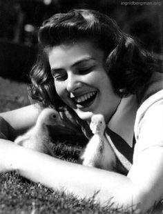 Ingrid Bergman & ducklings