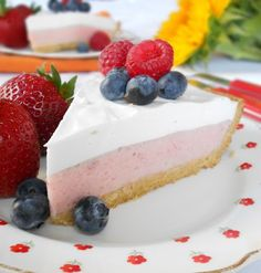 Reminiscing about visiting Philadelphia diners with my friend inspired this Strawberry Mousse with Gluten Free Pie Crust