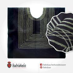Huipil sencillo negro, con tejido de cadenilla en hilo beige.