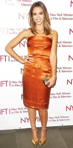 ジェシカ・アルバはオレンジのゴージャスなドレス♪大人可愛く着こなすベアトップコーデ♪参考にしたいスタイル・ファッション☆