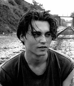 Imagen de johnny depp, Hot, and young Trendy Haircuts, Haircuts For Long Hair, New Haircuts, Curtain Haircut, Pelo Hipster, Young Johnny Depp, Johnny Depp Haircut, 90s Hairstyles, Grunge Hairstyles