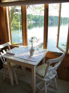 vintage lake cottage decorating | This little cottage is filled with the kind of vintage furniture