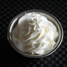 Stabilized Whipped Cream Frosting ~ Ever wonder how bakeries and restaurants can keep their whipped cream frosting so beautiful and firm throughout the day? This is how...