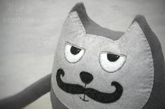 Bardzo wyluzowany kot z filcu. Chilled out felt cat :) Ecotule