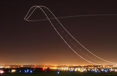 Long exposure of a Boeing 757 taking off    -via @ know
