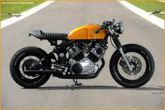 Here's the second Yamaha Virago Cafe Racer from Doc's Chops and it's every bit as impressive as the last. His first Yamaha Virago Cafe Racer was Virago Cafe Racer, Yamaha Cafe Racer, Yamaha Virago, Cafe Racers, Kawasaki Cafe Racer, Gs 500 Cafe Racer, Virago 535, Motos Yamaha, Inazuma Cafe Racer