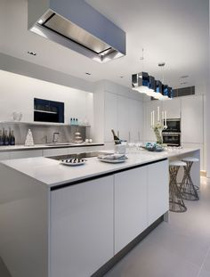 Devonshire Mews contemporary interior design, kitchen and dining space by Callender Howorth