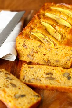Mango Bread Recipe -- this mango bread is one of those quick breads that taste even better the next day, perfect with your morning cup of coffee! Healthy Bread Recipes, Fun Easy Recipes, Banana Bread Recipes, Baking Recipes, Cake Recipes, Dessert Recipes, Mango Banana Bread Recipe, Banana Dessert, Dessert Bread