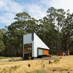 ARCHITECTURE · A tiny, timber hideaway nestled in idyllic Tassie bushland. _ LINK TO FULL STORY IN BIO ↖ Pic Robert Maver. Project 'Bruny…