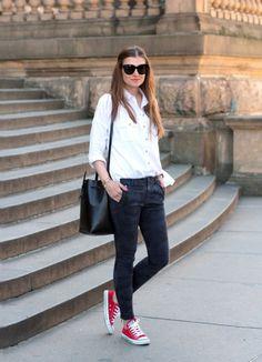 converse rojos con jeans