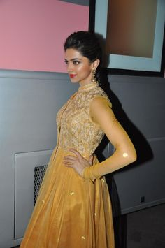 Deepika Padukone Promoting Chennai Express on Madhubala TV Serial.