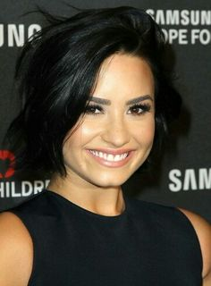 """Demi Lovato has sparked rumors about her sexuality in recent weeks. The rumors began when Lovato released her latest single, """"Cool For The Summer."""" In the video for the song, Demi Lovato . My Hairstyle, Pretty Hairstyles, Hair Inspo, Hair Inspiration, New Hair, Your Hair, Celebrity Hairstyles, Cut And Color, Hair Dos"""