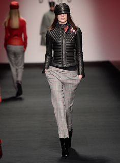 http://www.daks.com/products/collections/aw15-womenswear-show.aspx