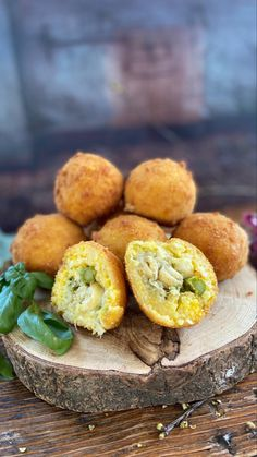 Arancini, Muffins, Dishes, Chicken, Breakfast, Food, Italian Style Kitchens, Asparagus, Muffin