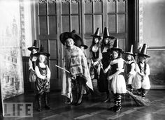 Coven of Witches in 1911