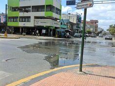 #YoLoCubro Así esta la Av. Vargas con 21. Cloacas colapsadas y el mal olor llega hasta la 24.  Vía @gcardenas87