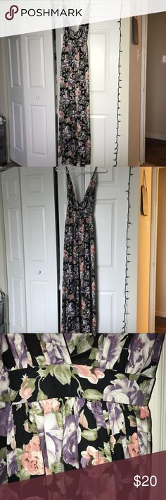 Floral maxi dress! Black floral maxi dress with adjustable straps! Never been worn!! Windsor Dresses Maxi