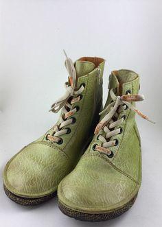 Mein Grüne Stiefeletten von Eject, super bequem von . Größe 40 für 65,00 €. Schau es dir an: http://www.kleiderkreisel.de/damenschuhe/stiefel/157916640-grune-stiefeletten-von-eject-super-bequem.