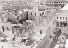Το Βαρβάκειο φιλοξενεί για μεγάλη περίοδο άστεγους από τον βομβαρδισμό του Πειραιά. Στα Δεκεμβριανά το κτίριο πυρπολείται ολοσχερώς. Παρά τις αντιρρήσεις των αρχιτεκτόνων, το κτίριο αρχίζει να κατεδαφίζεται στις αρχές του 1950