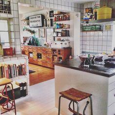 Inväntar lördagsmys och middag med goda vänner Ha en fin kväll alla! #interiör #myhome #kitchen #kök #interior_magasinet #interior_september #interior #renoveringsdamm #vintageinterior #interiørmagasinet #finahem #retroinredning