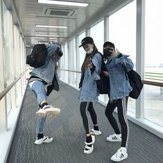 Find images and videos about friends, korean and ulzzang on We Heart It - the app to get lost in what you love. Ulzzang Girl Fashion, Ulzzang Korean Girl, Ulzzang Couple, Best Friend Photos, Girls Best Friend, Moda Ulzzang, Korean Best Friends, Korean Couple, Bff Goals