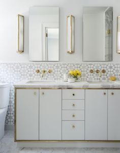 There's a new kind of chic – maybe we can even dare to call it glam – that's been surfacing in recent years that I'm really into. And this Park Avenue home designed by Studio DB is the perfect example…More Best Bathroom Colors, Bathroom Paint Colors, White Vanity Bathroom, Grey Bathrooms, Bathroom Vanities, Vanity Faucets, Master Bathrooms, Sinks, Unusual Furniture