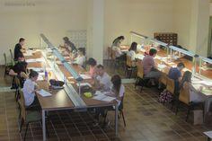 #Estudiantes en época de #exámenes en la Biblioteca de la Facultad de Derecho (Cáceres)