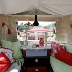 Trailer / Caravan Vintage Campers, Camping Vintage, Retro Campers, Vintage Caravans, Vintage Travel Trailers, Happy Campers, Retro Caravan, Camper Caravan, Camper Trailers