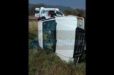 La mañana de este viernes se registró una aparatosa volcadura sobre la Autopista Siglo XXI, resultando tres personas gravemente lesionadas, siendo atendidos primeramente por personal de Ejército Mexicano y posteriormente ...