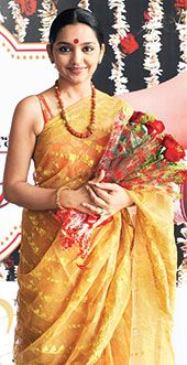 bollywood celebrities in dhakai jamdani - Google Search Jamdani Saree, Bollywood Celebrities, Sari, Google Search, Fashion, Saree, Moda, Fashion Styles, Fashion Illustrations