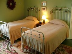 Matching pair of Twin iron beds. Antique Iron Beds, Wrought Iron Beds, Iron Twin Bed, Twin Beds, Vintage Bed Frame, Brass Bed, Old Beds, Kitchens And Bedrooms, Bedroom Green