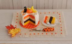 Miniature Halloween Cake With A Ghost A por LittleThingsByAnna