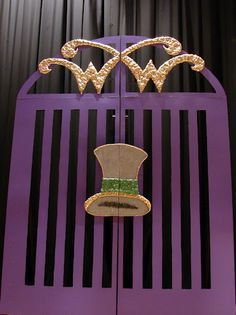 willy wonka party ideas: entrance gate