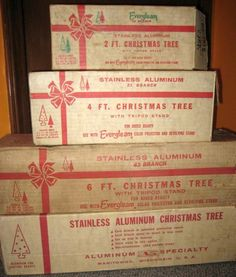 The Aluminum Christmas tree. Love it or hate it? Now with Color Wheels! Vintage Aluminum Christmas Tree, Tinsel Christmas Tree, Old Time Christmas, Ghost Of Christmas Past, Christmas History, Colorful Christmas Tree, Old Fashioned Christmas, Christmas Makes, Silver Christmas