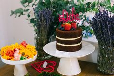 DIY Naked Cake: Wie ihr eine Hochzeitstorte selbst machen könnt