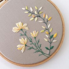 Items similar to Flower Embroidery Hoop Art with yellow blossom. on Etsy Flor bordado Hoop Art com flor amarela. Crewel Embroidery Kits, Embroidery Flowers Pattern, Simple Embroidery, Embroidery Thread, Embroidery Ideas, Embroidery Supplies, Machine Embroidery, Embroidery Tattoo, Embroidered Flowers