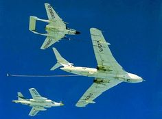 A Handley Page Victor K.1aircraft (XA918) prepares to refuel two aircraft flying close to its wings. The aircraft are Royal Navy de Havilland Sea Vixen FAW.2 (XN 685) (starboard wing) and Royal Navy Blackburn Buccaneer S.1 (XN9??) (port wing). | by DesertBlooms