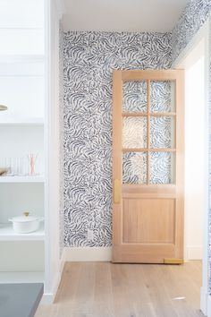 🙌🏼New favorite combo: intricately patterned wallpaper and raw wood doors. Interior Design by E. Interior Design Photography, Interior Design Studio, Style At Home, Home Fashion, Wood Doors, Decoration, Interior And Exterior, Room Interior, Office Decor