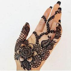 131 Simple Arabic Mehndi Designs That Will Blow Your Mind! Henna Hand Designs, Pretty Henna Designs, Mehndi Designs Finger, Simple Arabic Mehndi Designs, Stylish Mehndi Designs, Mehndi Designs 2018, Mehndi Designs For Beginners, Mehndi Designs For Girls, Simple Henna